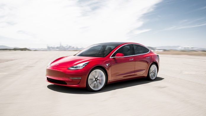 Tesla Model 3 in rot