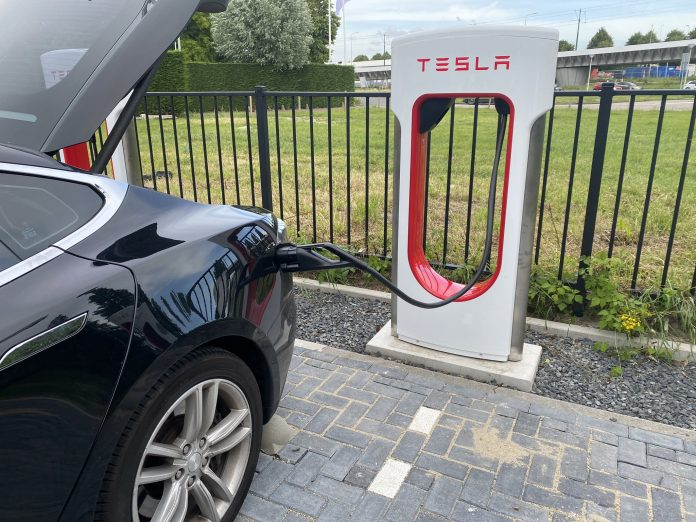 Tesla Supercharger v3 in Den Haag